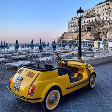 FIAT-500-CLASSIC-VINTAGE-CAR-MADE-IN-ITALY-DOLCE-VITA-ITALIAN-STYLE-ICONIC-JOURNAL-IMAGE