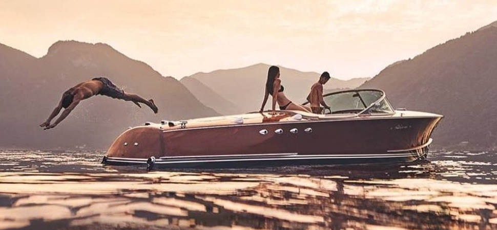 RIVA AQUARAMA CLASSIC YACHTS BOATS MADE IN ITALY DOLCE VITA ITALIAN STYLE ICONIC JOURNAL LARGE IMAGE